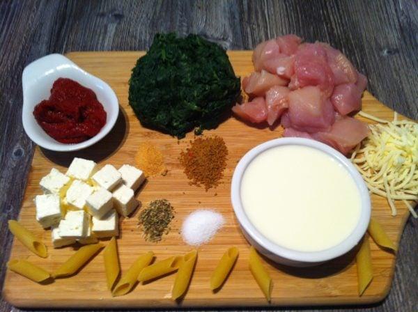 Der High Carb Spinat Nudel Auflauf mit einer leichten Tomatensauce1