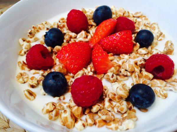 Das Protein Dinkelpopmüsli mit frischen Früchten