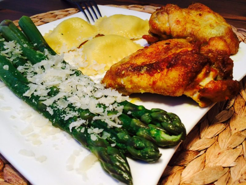 Die leckeren Tortellini mit grünem Spargelteller & Hähnchenschenkeln