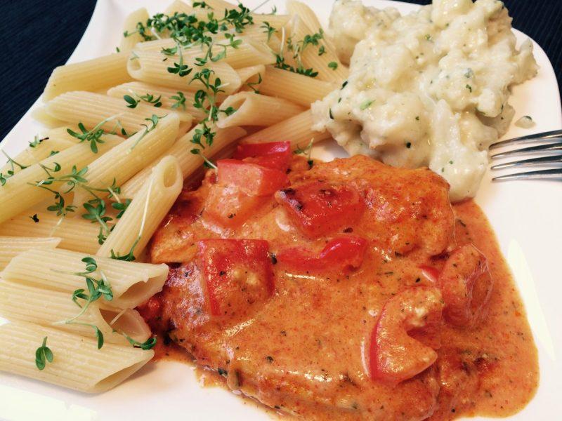 Das leckere low fat Paprika Schnitzel mit Nudeln und Blumenkohl1