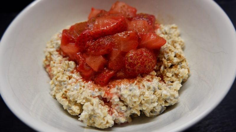 Chia-Porridge-Erdbeeren