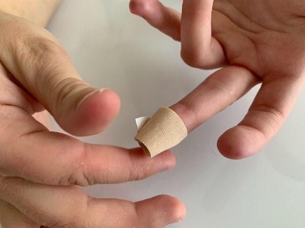 Coronavirus Antikörper Test Finger verbinden