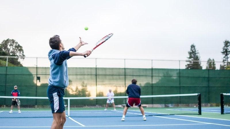 Sportarten die besonders viele Kalorien verbrennen? Wir zeigen sie dir! (Foto: Unsplash.com / Julian Schiemann)