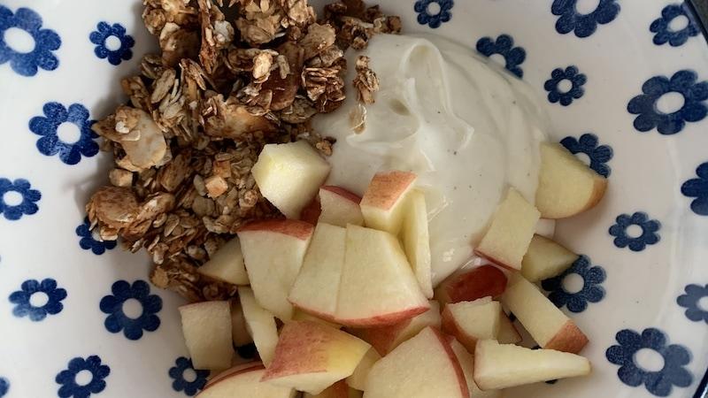 Vanille-Quark mit Crunchy Müsli und Apfel