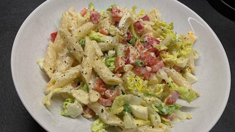 Proteinreicher Salat mit Vollkornnudeln